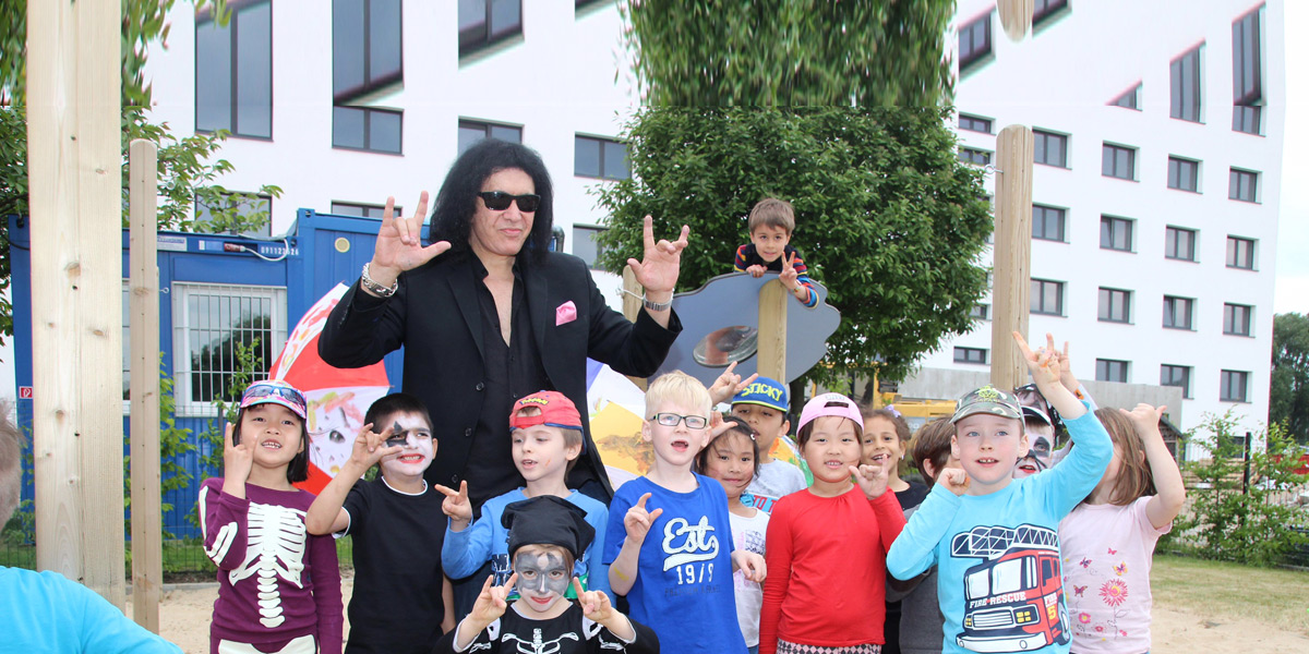 Gene Simmons (KISS) besucht unsere Kita
